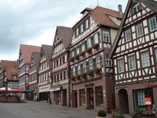 Im zweiten Haus von rechts wurde Hermann Hesse am 2. Juli 1877 geboren